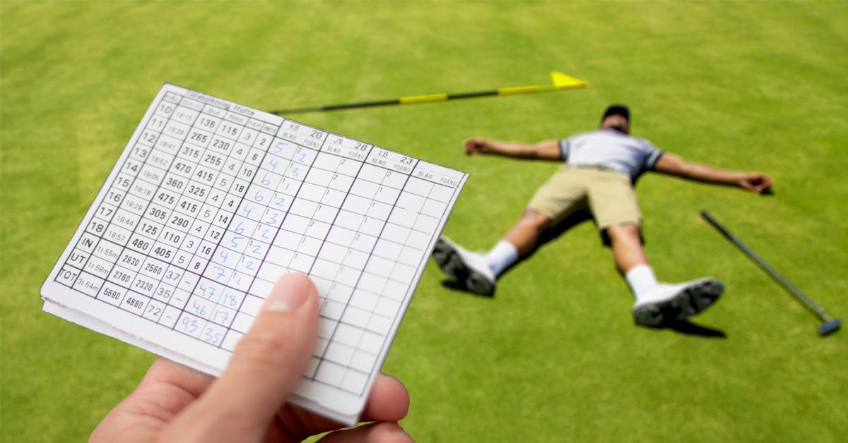 Verzweifelter Golfspieler mit Score Card