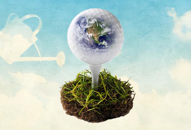 Golfball mit Weltkugel aufgeteet