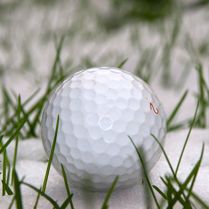 Golfboll i snö