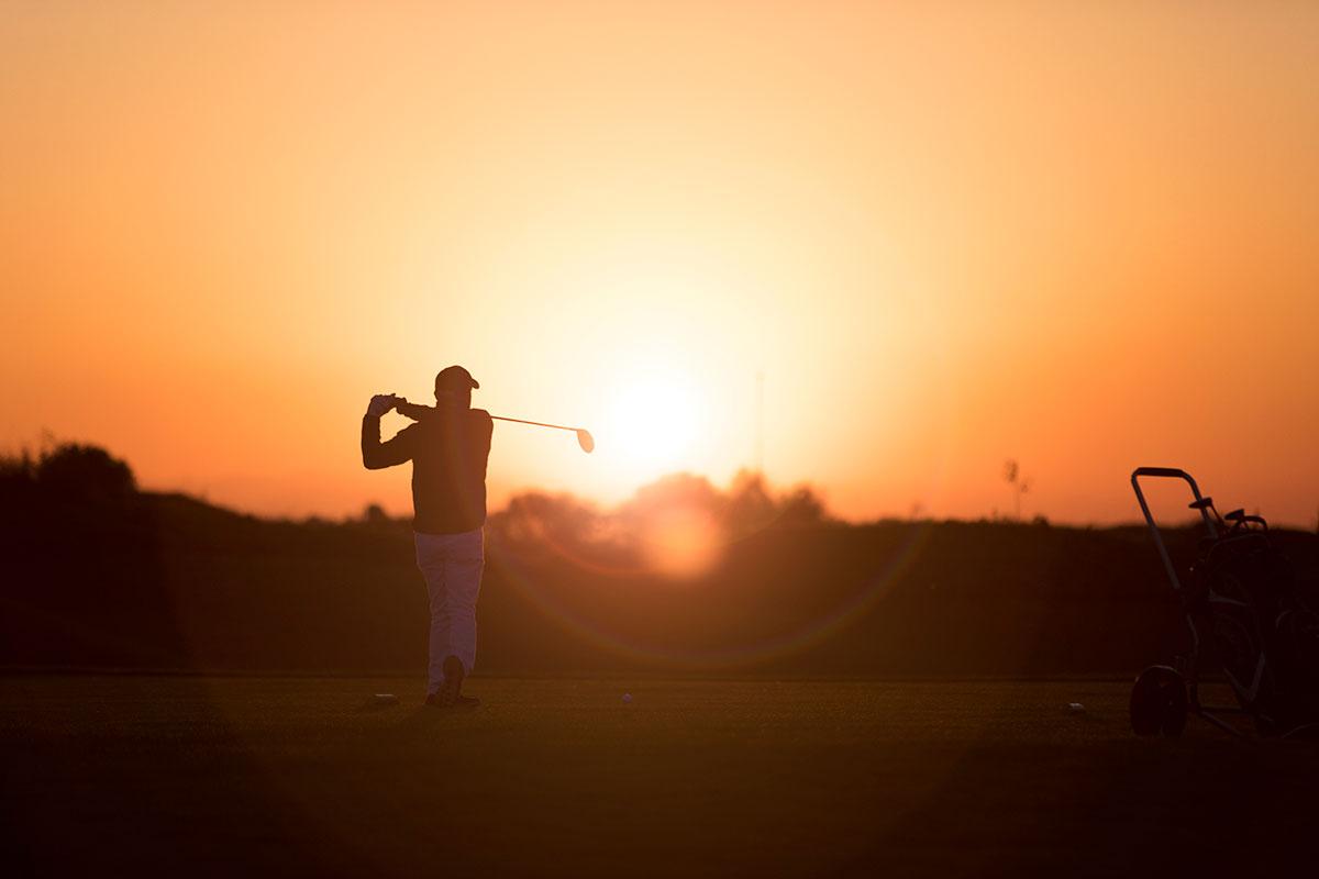 Golf i solnedgång