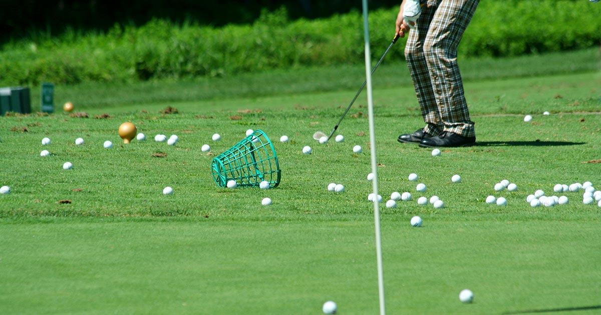 Golfträning vid green