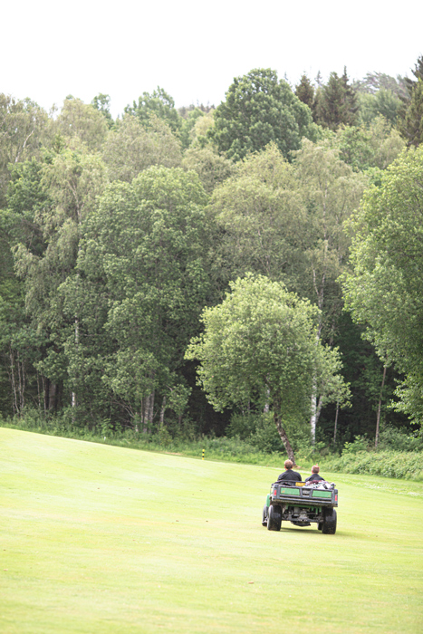 Foto af transportering af golfbolde på fairway