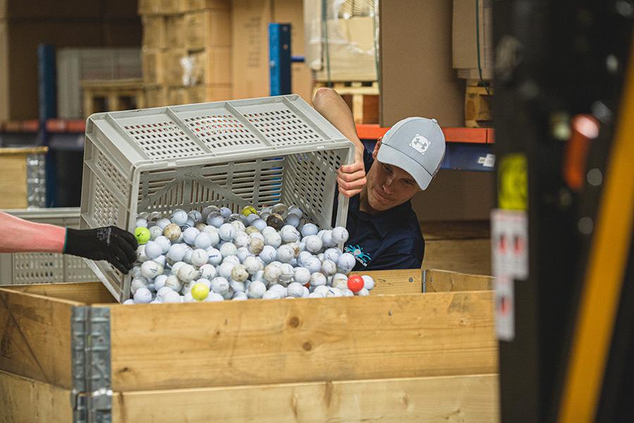 Golfbälle werden umgelagert