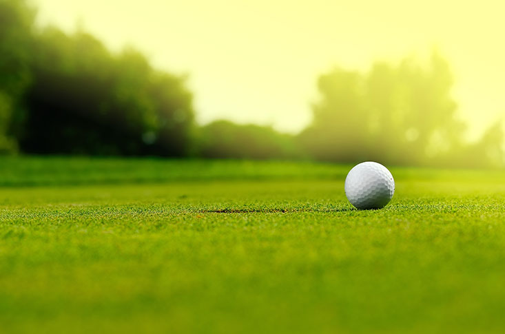 Golfbolde som altid lander på greenen på første slag.