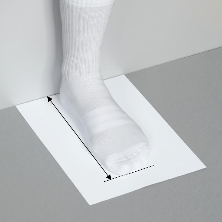 Fot med vit strumpa